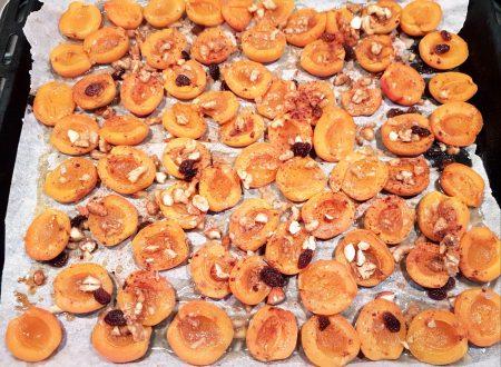 Albicocche al miele con frutta secca