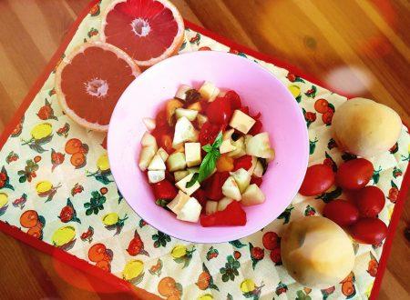 Insalata di frutta, datterini e groviera