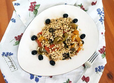 Orzo perlato ai peperoni, capperi e olive
