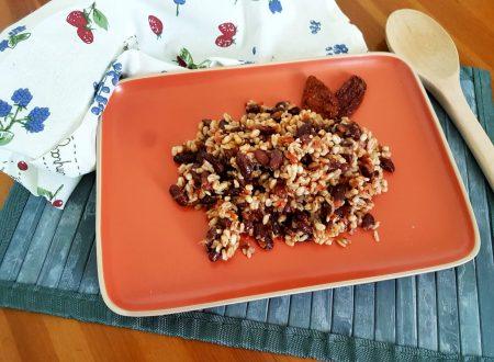 Insalata di cereali e fagioli rossi al pomodoro