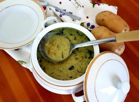 Minestra cremosa di patate e spinaci