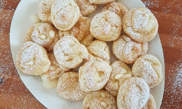 Bignè alla crema senza burro né zucchero