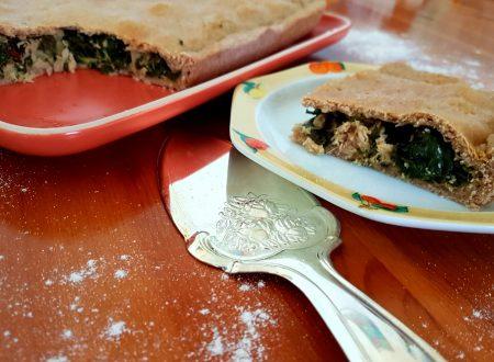 Torta salata con cime di rapa, tonno e pinoli