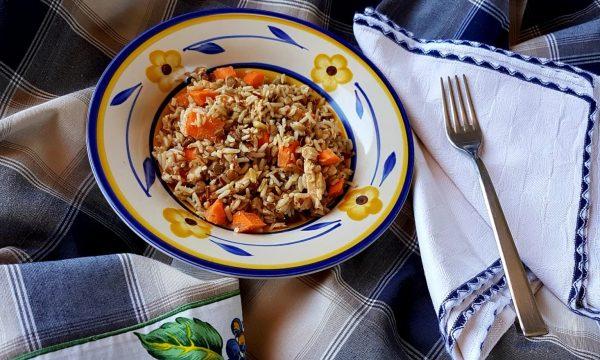 Insalata di cereali al salmone e lenticchie
