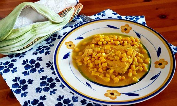 Salmone al cocco, curry e mais