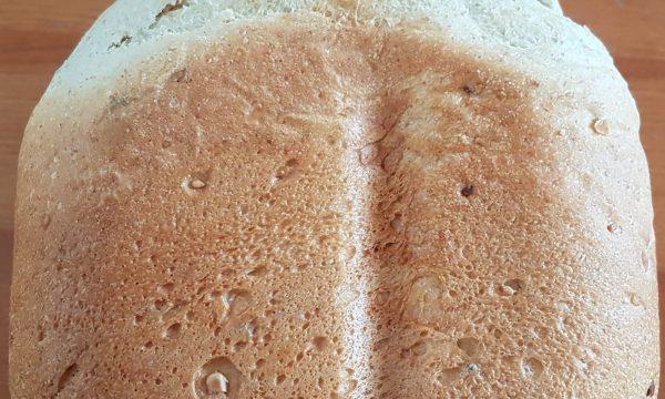 Panbrioche ai cereali con macchina del pane
