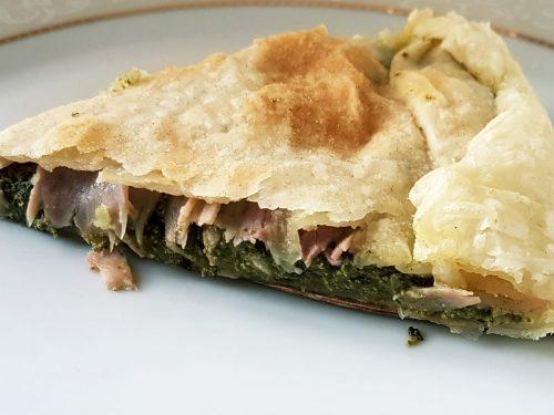 Torta salata con crema di spinaci, ricotta e noci