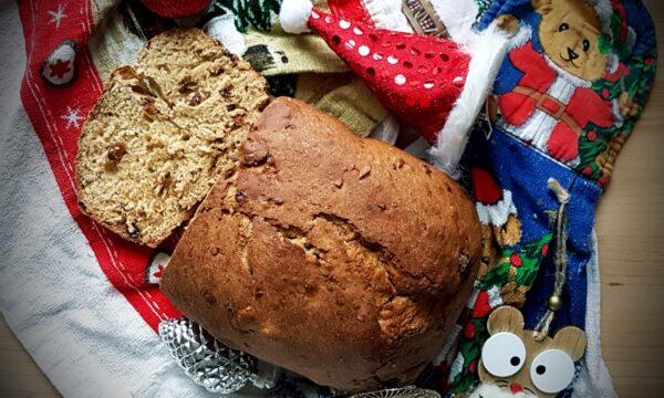 Panettone ai cereali con macchina del pane