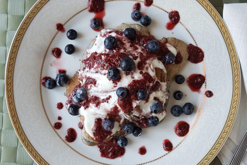 Pancakes ai mirtilli con yogurt