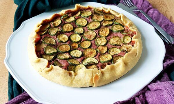 Torta salata con zucchine, ricotta e barbabietole