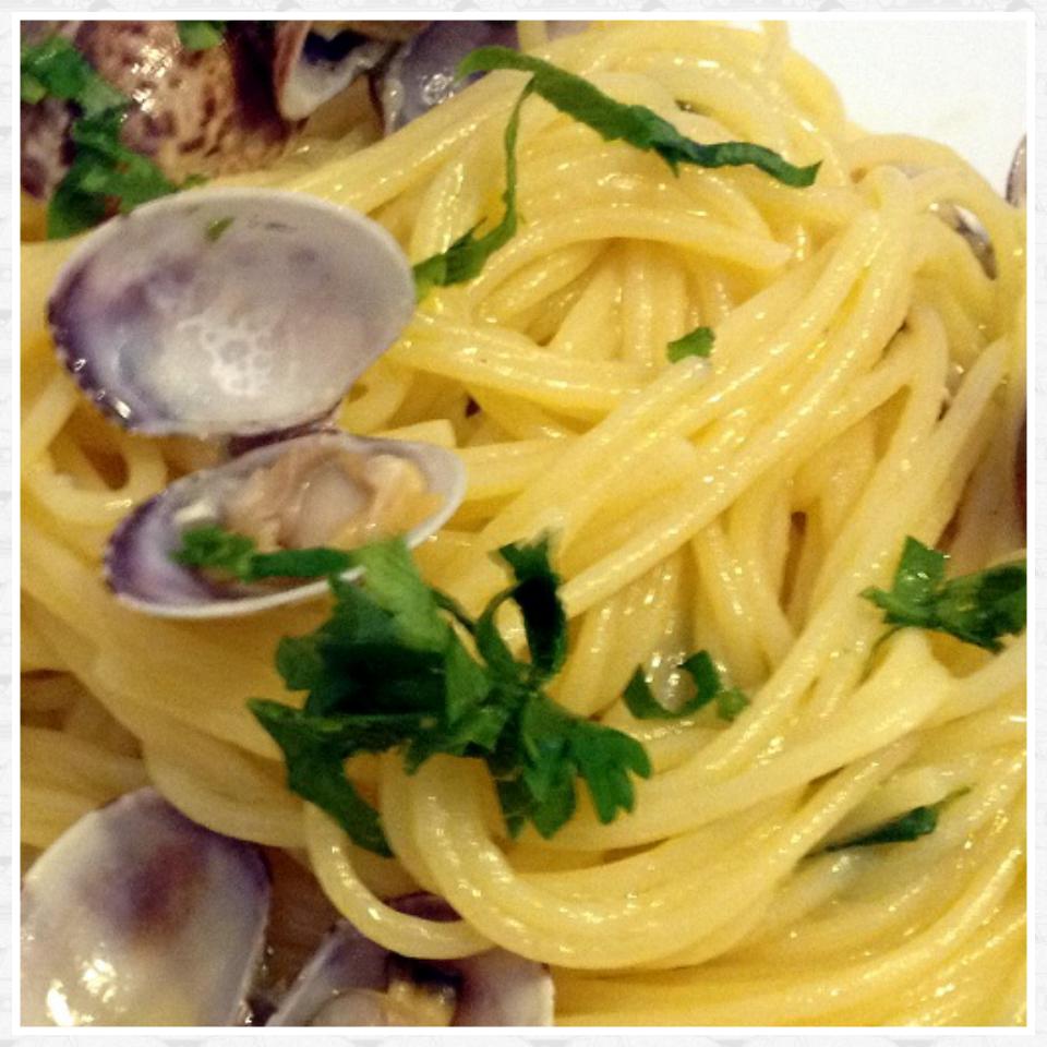 Spaghetti gamberetti vongole e zucchine | Una spia in Cucina