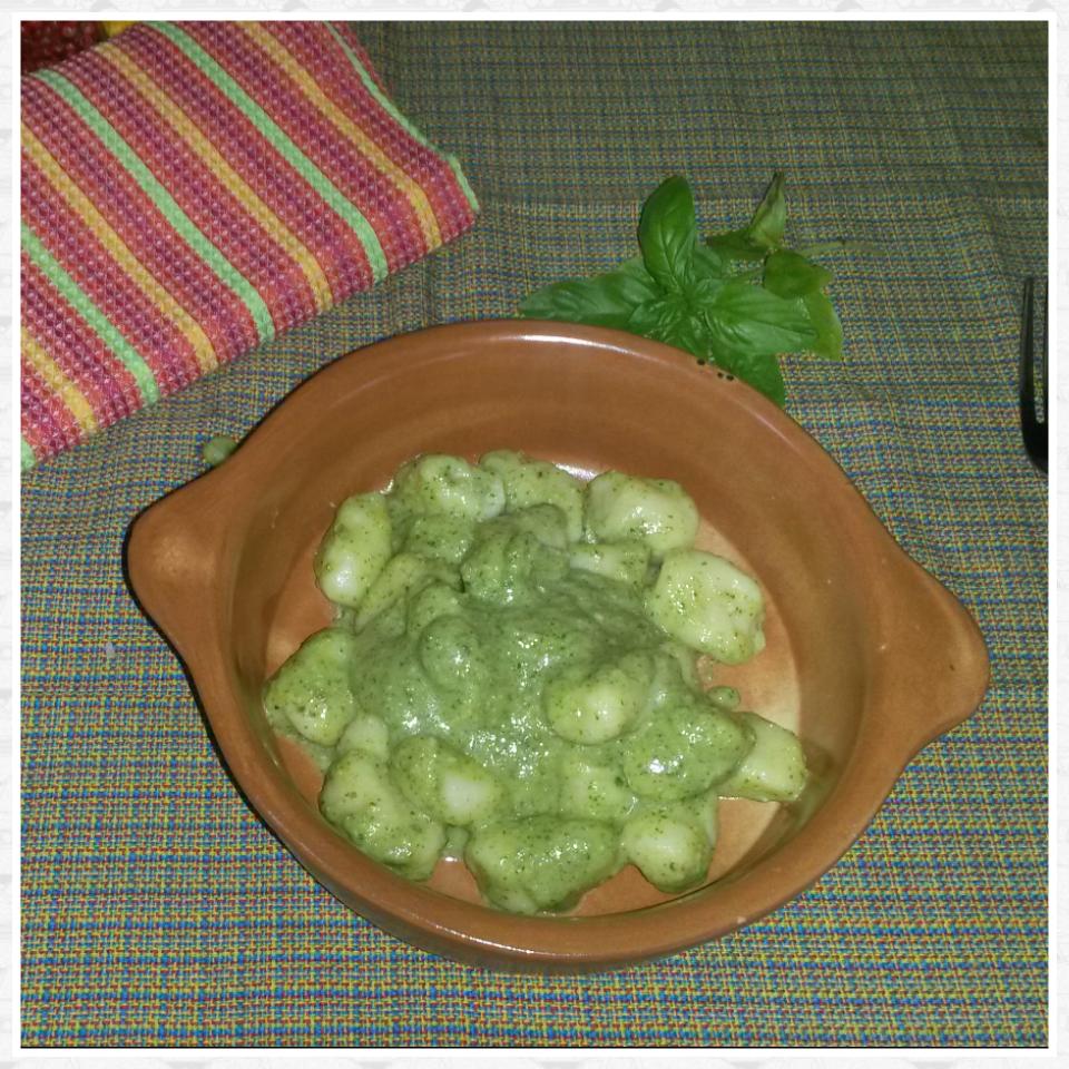 Gnocchia al pesto di rucola e zucchine
