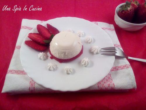 Panna cotta con gelatina di fragole