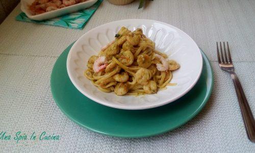 Linguine cremose con gamberetti e fiori di zucchine