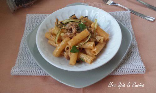 Rigatoni con salsiccia e zucchine al pecorino sardo