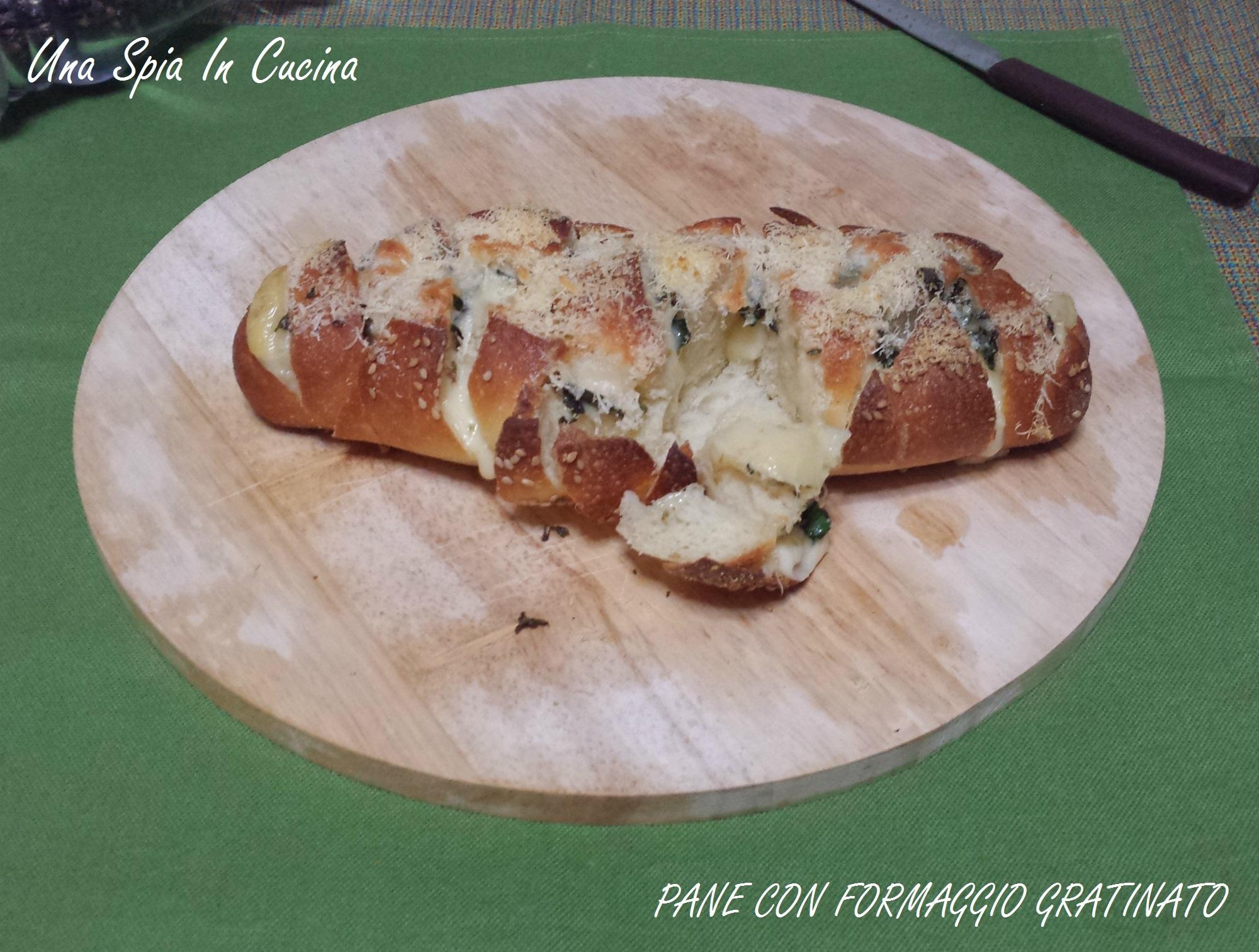 Pane con formaggio gratinato