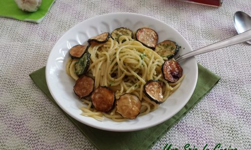 Spaghetti con zucchine e colatura in salsa verde
