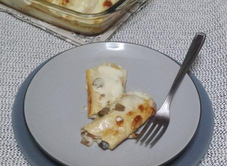 Crepes ripiene con funghi, prosciutto e formaggio