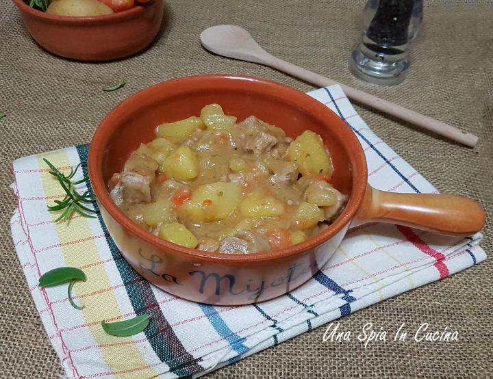 Bocconcini di carne con patate (spezzatino)