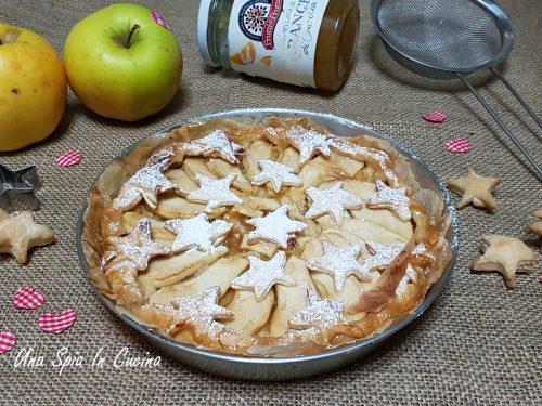 Torta di pasta sfoglia con crema al semolino, marmellata e mele