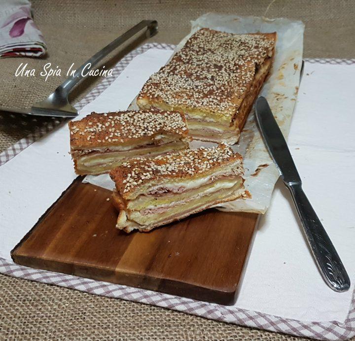 Plumcake con pan tramezzino ripieno, goloso e filante