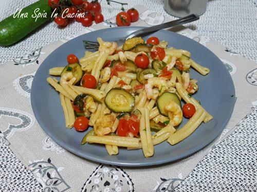Caserecce con sugo di gamberetti zucchine e pomodorini