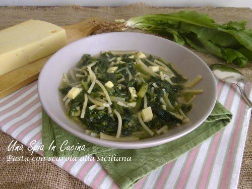 Pasta con scarola alla siciliana con caciocavallo