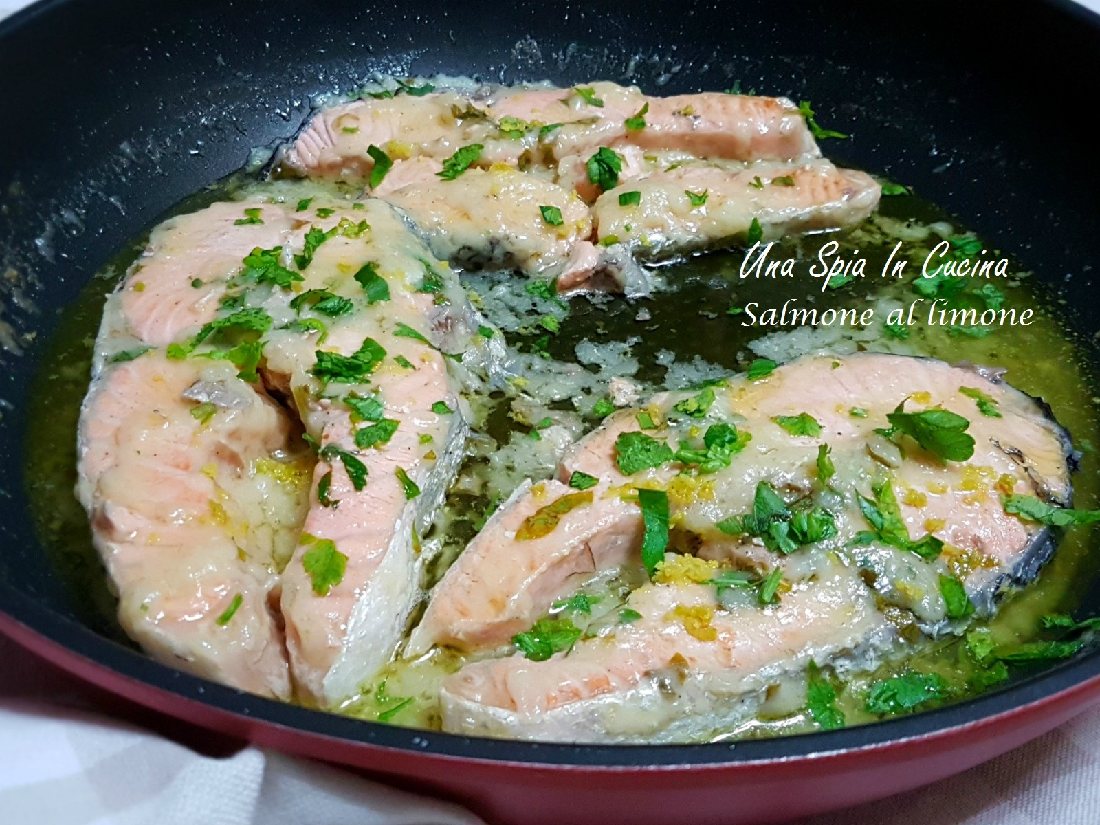 Ricetta Salmone Vino Bianco.Salmone Al Limone Cottura Veloce In Padella Una Spia In Cucina