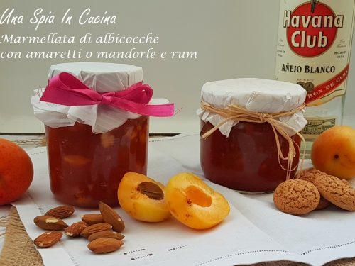 Marmellata di albicocche con amaretti o mandorle e rum