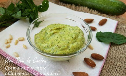 Crema di zucchine alla menta con mandorle e pinoli