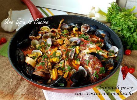 Zuppa di pesce con crostacei e molluschi