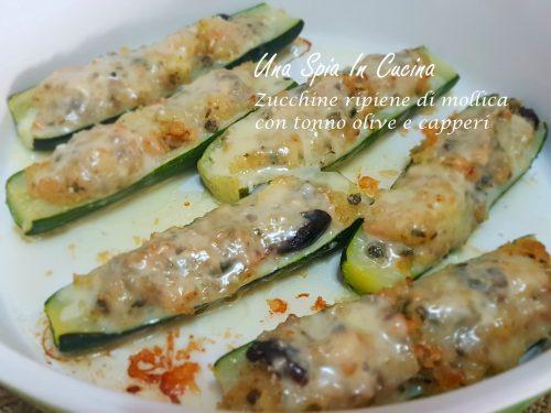 Zucchine ripiene di mollica con tonno, olive e capperi