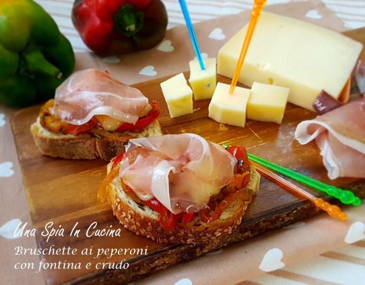 Bruschette ai peperoni con fontina e crudo