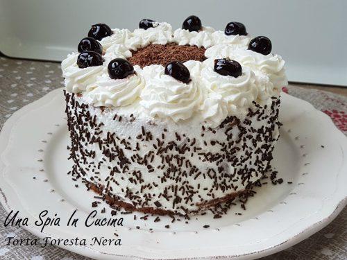 Torta Foresta Nera maestosa e golosa
