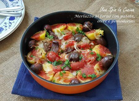 Merluzzo al forno con patate, olive e pomodorini