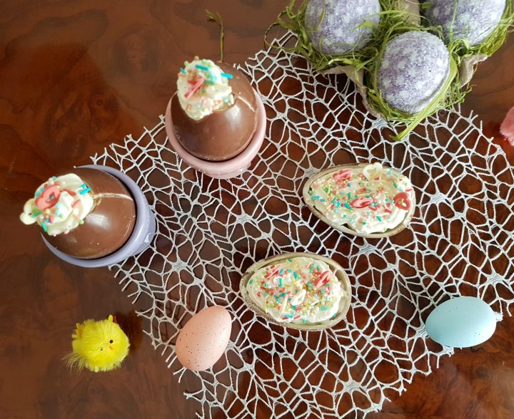 Ovetti di cioccolato ripieni di crema