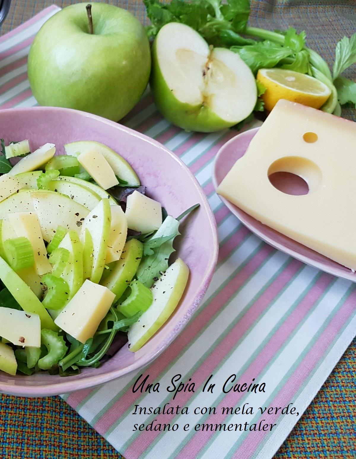 Insalata con mela verde, sedano e emmentaler