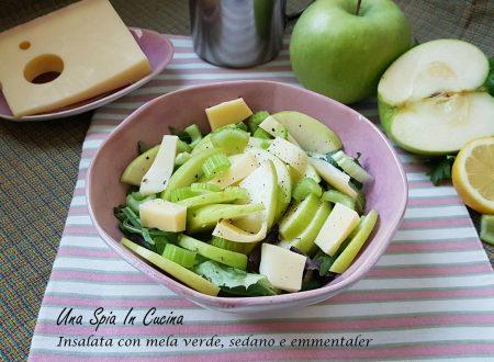 Insalata con mela verde, sedano ed emmentaler