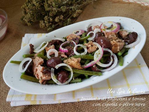 Insalata di fagiolini e tonno con cipolla e olive nere