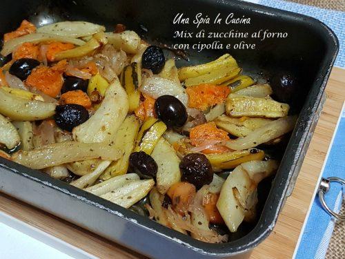Mix di zucchine al forno con cipolla e olive