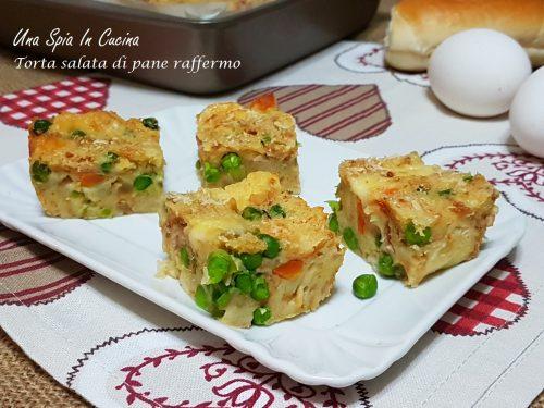 Torta salata di pane raffermo con piselli e cotto