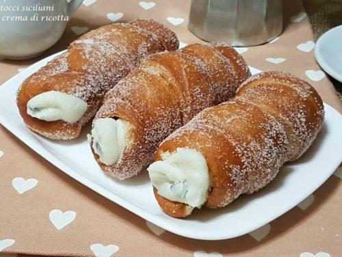 Cartocci siciliani con crema di ricotta (macallè)
