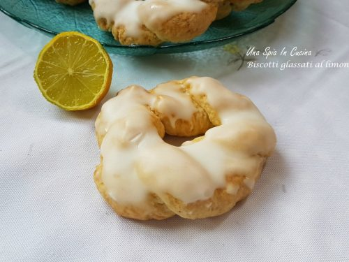 Biscotti glassati al limone facili e golosi