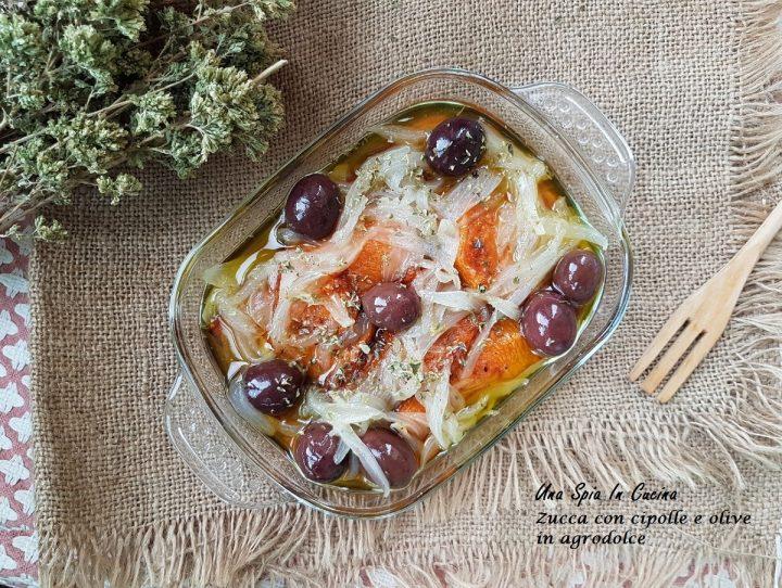 Zucca con cipolle e olive in agrodolce