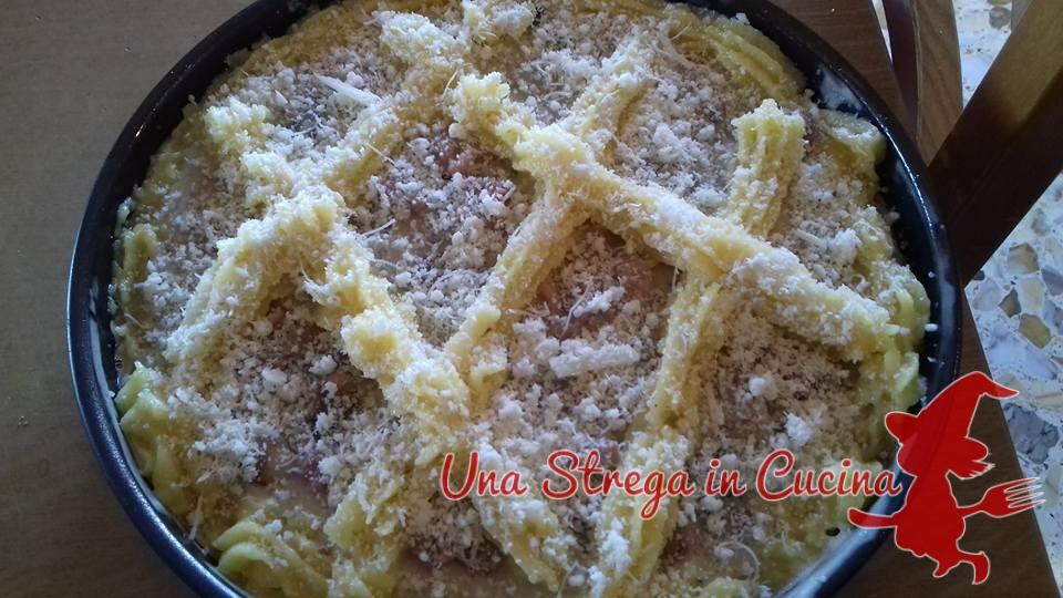 Crostata salata di polenta con salsiccia e funghi