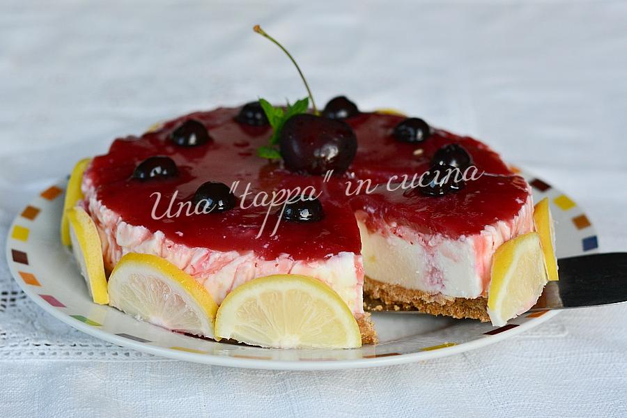 Cheesecake allo yogurt greco e confettura di amarene