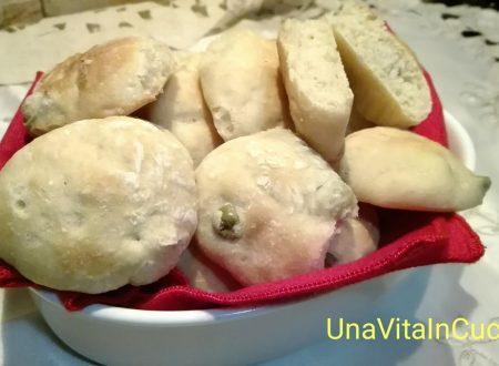 Bocconcini di pane con olive