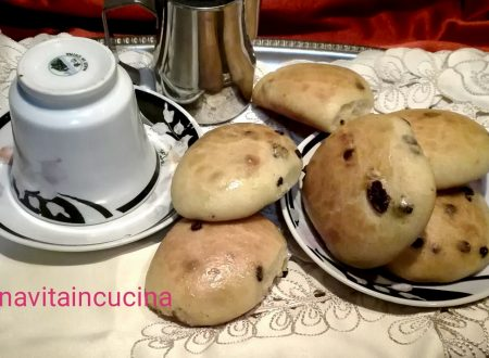 Panini con cioccolato e uvetta