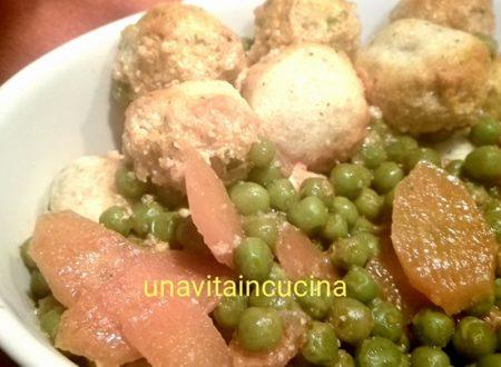 Polpettine di ricotta con piselli e carote
