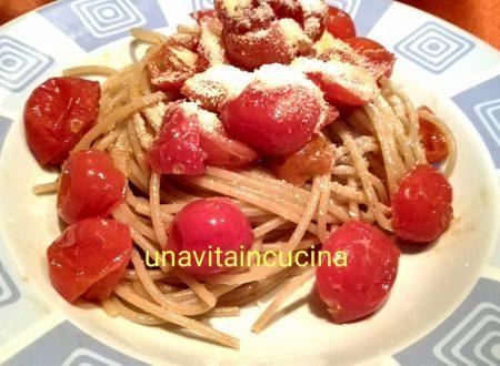 Spaghetti integrali con pomodorini